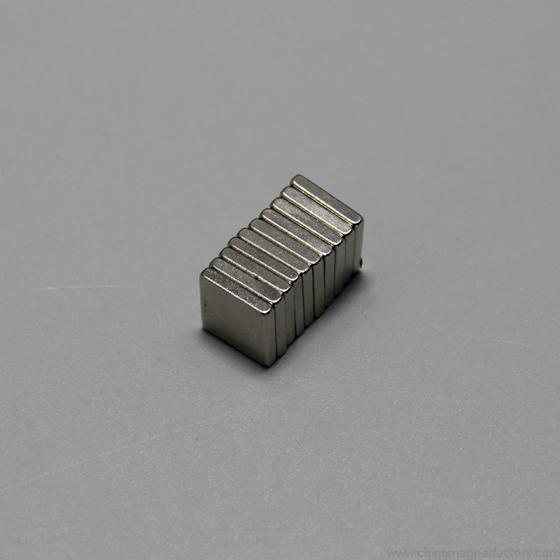 block-sintered-ndfeb-strong-permanent-magnets-f10x10x2mm-01