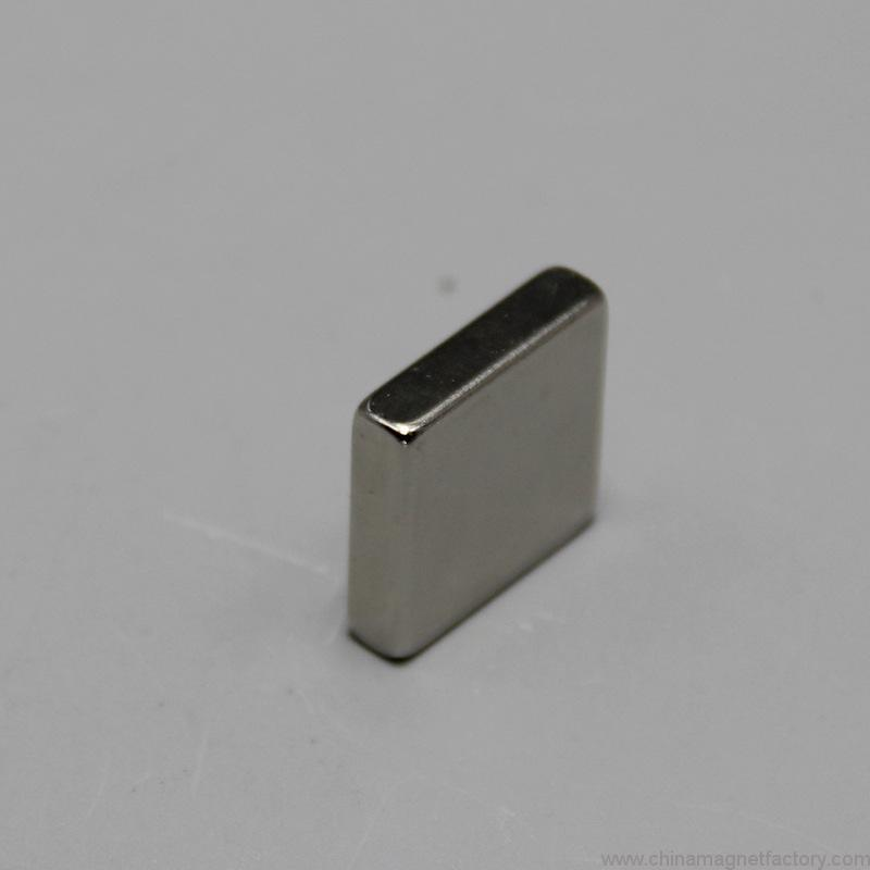 top-grade-block-ndfeb-magnet-f20x20x5mm-01