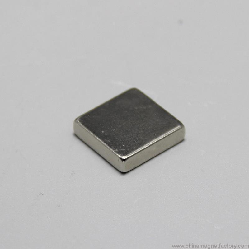 top-grade-block-ndfeb-magnet-f20x20x5mm-04